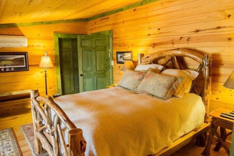 accom-cabin
